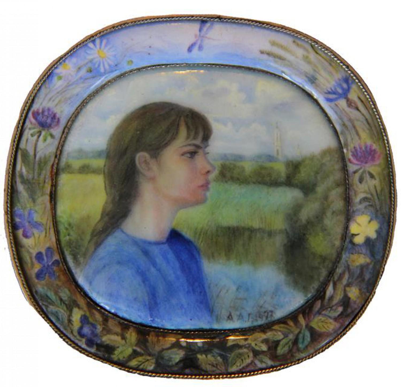 А.Г.Алексеев. Портрет дочери Ольги. медь, эмаль. 1997 г.