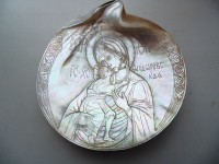 П.В.Алёшин. Феодоровская икона Божией Матери. Раковина, резьба. D 13 см.