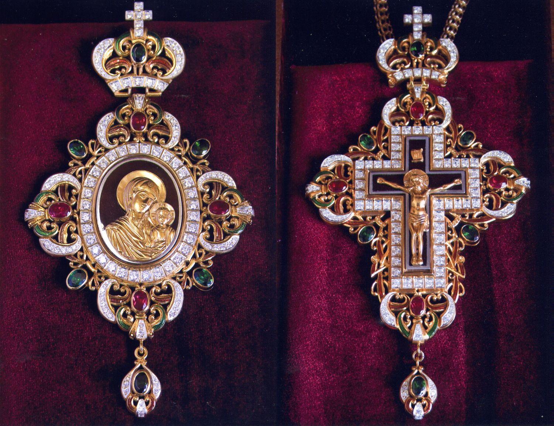 """А.Н.Чирьев. Крест с Распятием. Панагия """"Казанская"""". 2010 г. Серебро, фианиты, эмаль.  Выпиловка, гравировка, закрепка, монтировка, золочение. 8,5х13,5 см."""