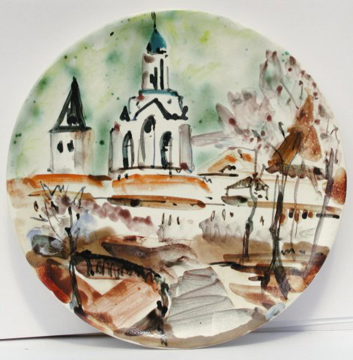 "Н.Н.Мухина. Тарелка из серии ""Ярославские мотивы». Фаянс, ангобы, соли. d 20 см. 2010 г."