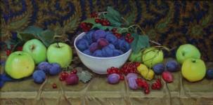 Е.Н.Пивень. Сливы, яблоки, калина. 2014. Холст, масло. 30х60 см.